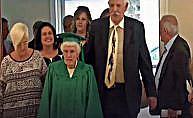 96 yaşındaki kadın liseden mezun oldu