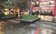 Balıkesir'de şiddetli yağış kısa sürede sele dönüştü