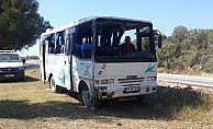 Çanakkale Ezine'de işçileri taşıyan minibüs devrildi