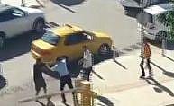 Halk otobüsü şoförü tartıştığı sürücüyü yumrukladı