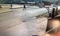 Otomobilin çarptığı adam metrelerce havaya uçtu