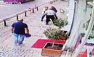 Kaldırımda yürüyen kişi önce yumruklandı sonra bıçaklandı