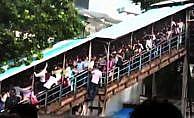 Hindistan'da tren istasyonunda izdiham: 15 ölü, 30 yaralı