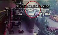 Servis şoförüne silahlı saldırı anı kameraya yansıdı