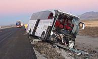 Yolcu otobüsü ile kamyona çarpıştı: 1 ölü, 20 yaralı
