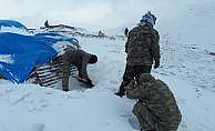 Mehmetçiğin operasyonu kar kış dinlemeden devam ediyor
