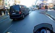 Ümraniye'de motosiklet minibüse böyle çarptı