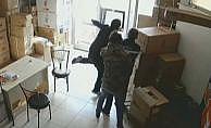 Hırsız, iş yeri sahibi tarafından tekme tokat dövüldü