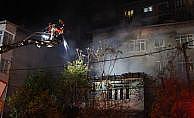 Kağıthane'de boş gecekondu alev alev yandı