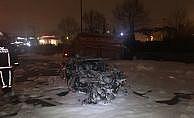 Lüks otomobil kamyonete çarptı: 4 yaralı