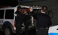 İstanbul'da hırsız polisten dereye atlayarak kaçtı