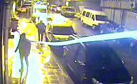 Zeytinburnu'nda iş yerine giren baltalı hırsızlar kamerada