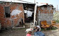 Derme çatma evde yaşam mücadelesi veriyor