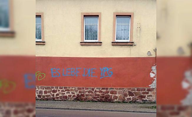 Almanya'da 11 camiye saldırdılar