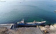 Yük gemisi Zeytinburnu sahilinde karaya oturdu