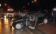 İzmit'te otomobil refüje çarptı: 1 ölü, 1 yaralı